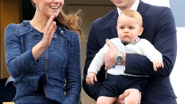 1397611567_484997063_kate-middleton-prince-william-prince-george-zoom5B15D.jpg