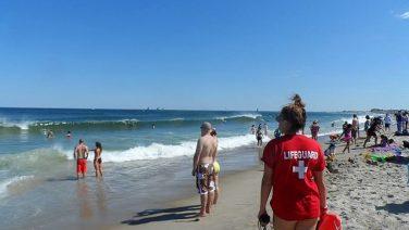 Lifegaurd_at_the_beach