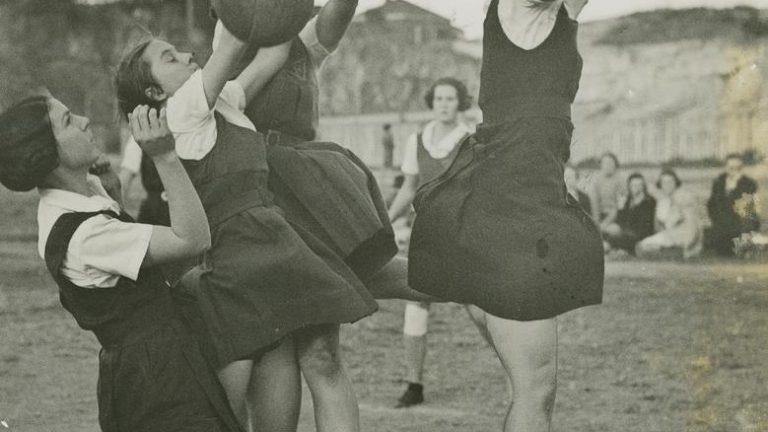 StateLibQld_1_251100_Netball_players_in_action_on_the_court2C_Spring_Hill2C_Brisbane-2.jpg