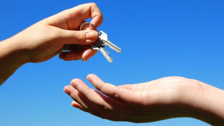 5-Things-Property-Owners-must-do-before-Handing-over-the-Keys.blog_-2.jpg