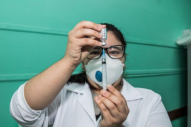15.04.2021 - Vacinação dos idosos de 61 anos nas escolas - Foto Michel Corvello